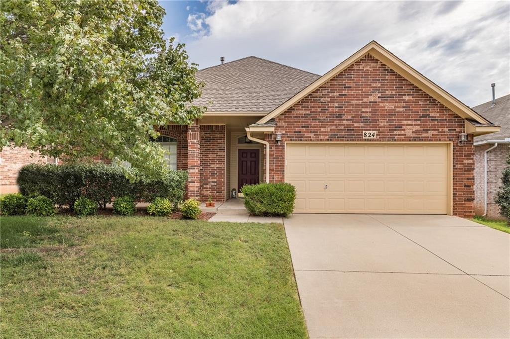 Spacious home with plenty of natural lighting! Wonderful kitchen centered in the house with great access to all rooms. INGROUND STORM SHELTER! Walking distance to Buck thomas Park! Must see!