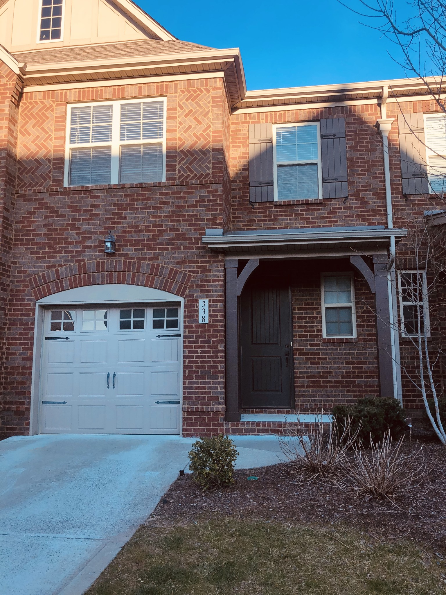 Town Home in Indian Lake Village.  3BR/2.5BA features Ceramic Tile in Master Bath, Hall Bath & Utility Room. Kitchen offers Granite Countertops, Under-cabinet Lights, Pantry, Large eating bar Island, rear patio, 1 car attached garage.  Common areas include dog park. Convenient to the Streets at Indian Lake shopping, movie theater and restaurants.
