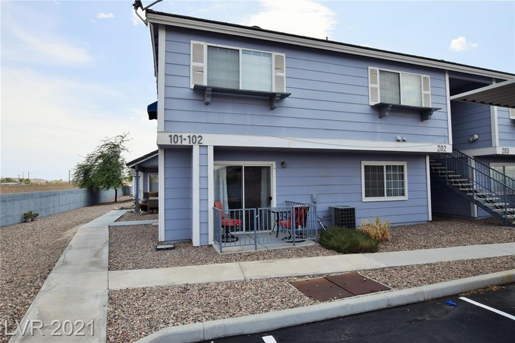 1 bedroom downstairs unit in the back of the community, Fenced patio, Gated community with club house, 2 pools, spa, tennis, basketball, RV parking. Wood floors, recently remodeled. All appliances included. MUST VIEW!