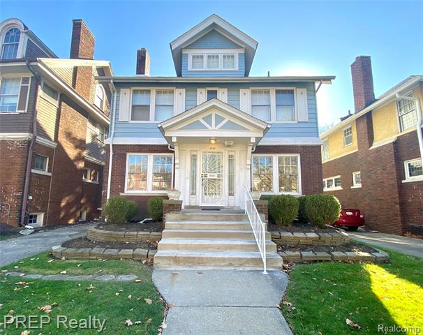 This charming 4 bedroom, 2.5 bathroom home is located in the highly sought after Boston Edison Historical District. Classic and well maintained, this historical home is over 2,800 square feet of finished space and includes features such as original hardwood flooring throughout, a back patio, library, finished 3rd floor suite, and a 2 car garage! Move in as is, or customize and make it your own.  With a well designed floor plan, and a plethora of windows throughout the home that promote natural lighting, you'll never have a dull moment! The house is conveniently located right off the entrance of the John C Lodge freeway; a less than 10 minute drive to downtown Detroit, and a few blocks from the neighborhood's newest coffee shop, The Congregation. Act fast, the time is now. YOU deserve to own a piece of Detroit's comeback!