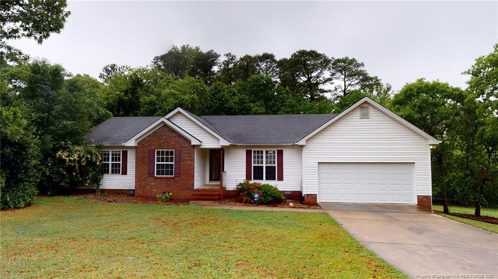 Beautifully Maintained Ranch in the Golfing Community of Carolina Seasons. Home features 3  large bedrooms, 2 full bathrooms, Large great room with fireplace & gorgeous flooring throughout the kitchen and dining area. Additional room off back that can be used as a family room, office, or 4th bedroom. Double car garage, covered front porch stoop.  Spend time on the over sized deck  and enjoy the country views of Your Fenced in Backyard. Don't forget to  enjoy the amenities Carolina Seasons has to offer like the Community Pool and Community Center for Private Functions. A must see! Schedule your showing today!
