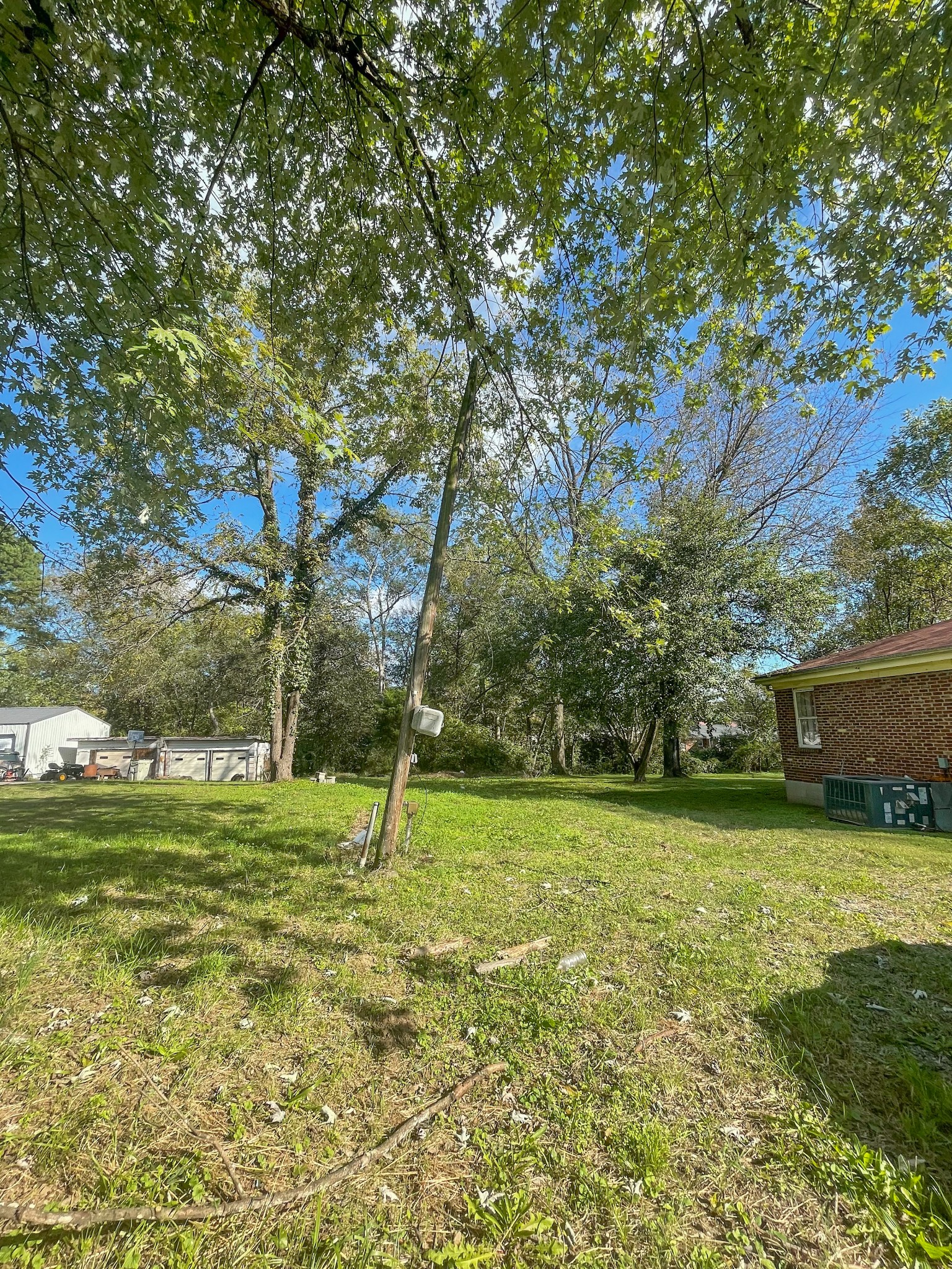 Vacant lot in the heart of Gallatin. There is electricity & water at the property.  Come see where your new home could be.