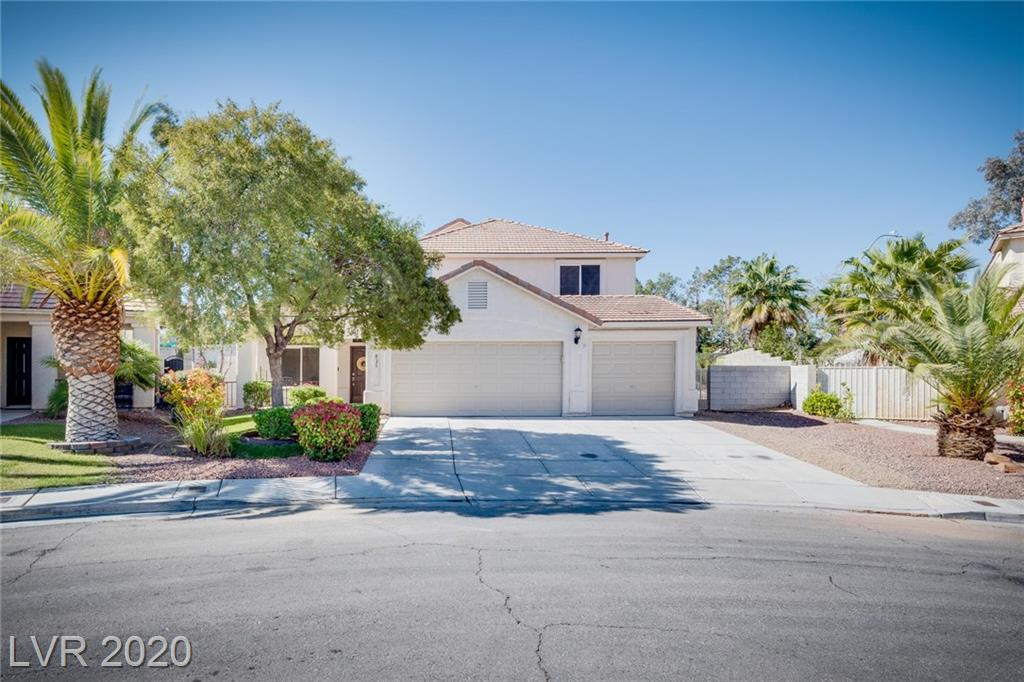 This is the one you do not want to miss out on-Located on huge lot, near shopping, parks & freeway access. Pride of ownership w/ newer flooring, open floor plan, vaulted ceilings, large open kitchen w/dual oven for all your cooking needs, large pantry & much more. Master suite has a large custom walk in closet, garden tub & separate shower. X-Large bdrm dwstrs w/ plumbing for a wet bar. Backyard has enough room to create your own private oasis.