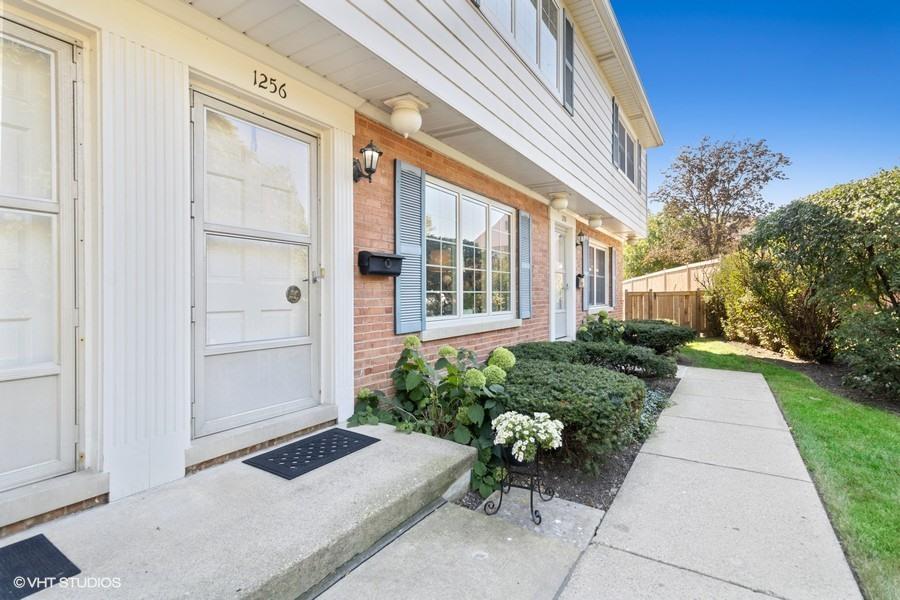 1256 Tinker Way, Glenview, IL 60025