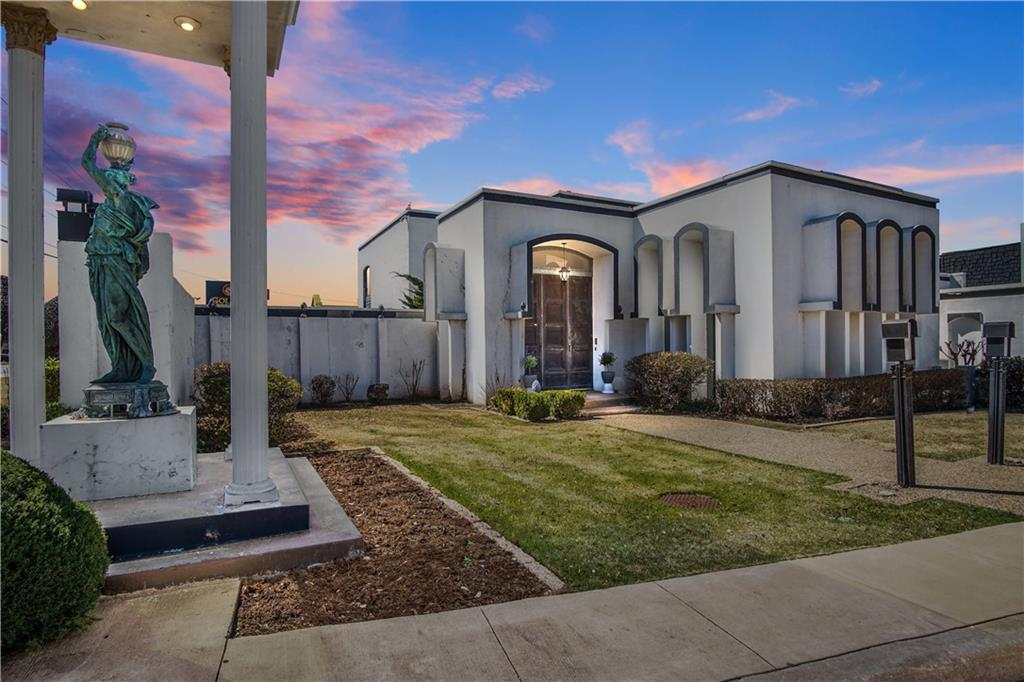 Check out this gorgeously updated condo in Acropolis of Quail Creek. It features new paint throughout, new quartz in kitchen and bathrooms, new appliances, all new flooring, all new bathrooms. The master features a large shower and freestanding tub.
