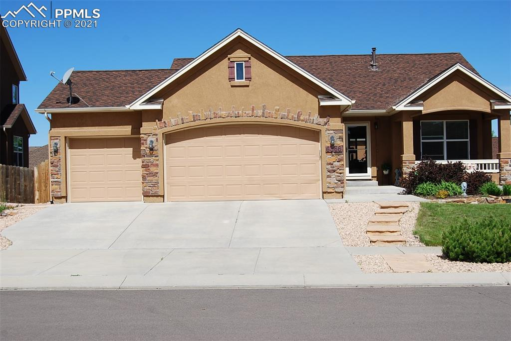 STUCCO RANCHER, OPEN DESIGN WITH MAIN LEVEL LIVING, LARGE LIVING AREA THAT FLOWS WELL INTO A LARGE KITCHEN, 5PC MASTER, LARGE FAMILY ROOM, WALK OUT AND A TREX DECK WITH MOUNTAIN VIEWS.  HIGH CEILINGS WITH CENTRAL AIR AND A 3 CAR GARAGE.   LOCATION IS NEAR PARKS AND TRAILS AND OFFERS EASE OF COMMUTE.
