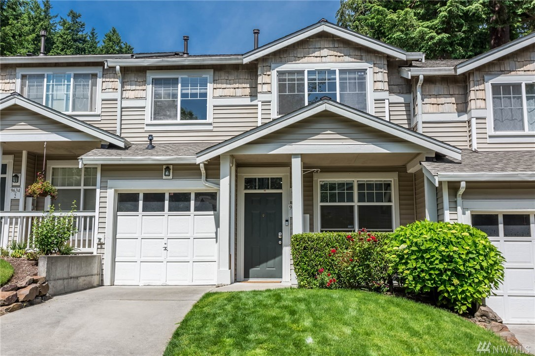 "Welcome to this cozy two-level townhome in coveted Willow Grove in the heart of Redmond! This lovely and well maintained unit features updated counters fresh paint and a very private patio. Additional highlights include tall 10"" ceilings on main, vaulted ceilings in master, spacious bedrooms, walk-in-closet, lots of storage. Minutes to Microsoft, easy access to shopping, restaurants, bus line & freeways. A must see!"