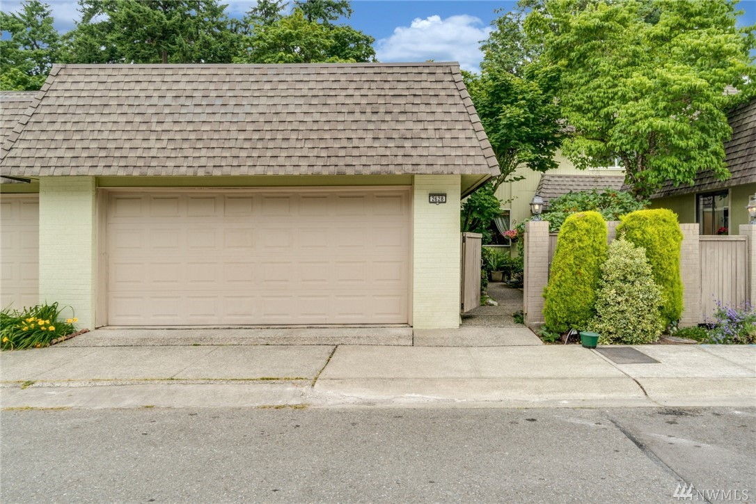 The feel of a single family home within an HOA w/pool, tennis courts, RV & Boat parking. This 2 level townhome features 4 bedrms w/the lower level 4th bedrm easily used as a bonus/game/TV rm. Home main level incls. Living, dining, & family rm, kitchen, 1/2 BA, & Deck w/Hot Tub. Upper level features 2 additional bedrms & Master w/large view deck. Central location on the eastside w/easy access to 520, Microsoft, & many eastside businesses. Great investment property with Rental cap rm available.