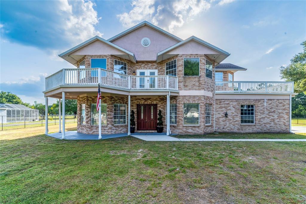 736 W Deer Lake Drive, Lutz, FL 33548