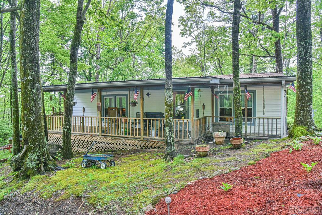 71 Twin Bluffs Drive, Lake Toxaway, NC 28747