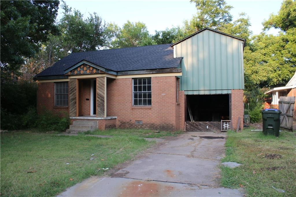 Handyman\Investor Special! Home is in the heart of Norman very near OU campus.  Great potential and will be an amazing fixer upper. 1 bed and bath downstairs 1 bed upstairs. Attached 1 car garage with a good sized yard and plenty of space. Being sold as-is cash only. New roof as of 7/4/2021.   One of owners is a licensed Realtor.