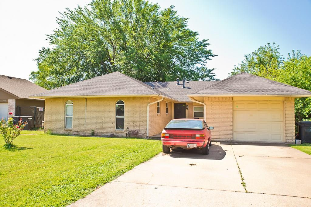 This is great home for anyone.   Come and make it your own .    Close to shopping and I-35.