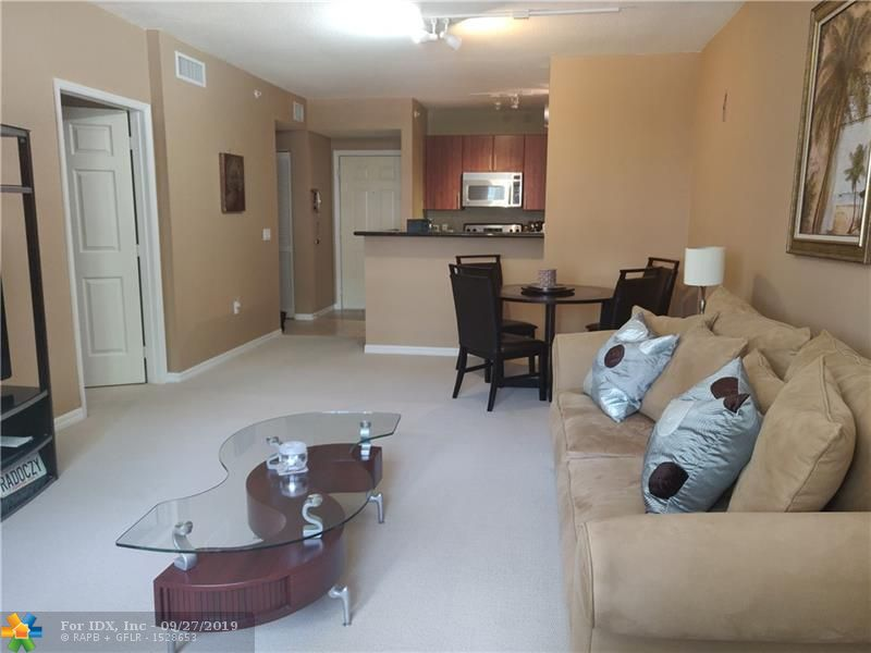 PRICED TO SELL!!!ENJOY RESORT STYLE LIVING IN THIS  PET FRIENDLY MODERN LUXURY BUILDING WITH PLENTY OF AMENITIES, LOW HOA FEES AND CLOSE TO SHOPPING, DINING, ENTERTAINMENT AND THE BEACH!