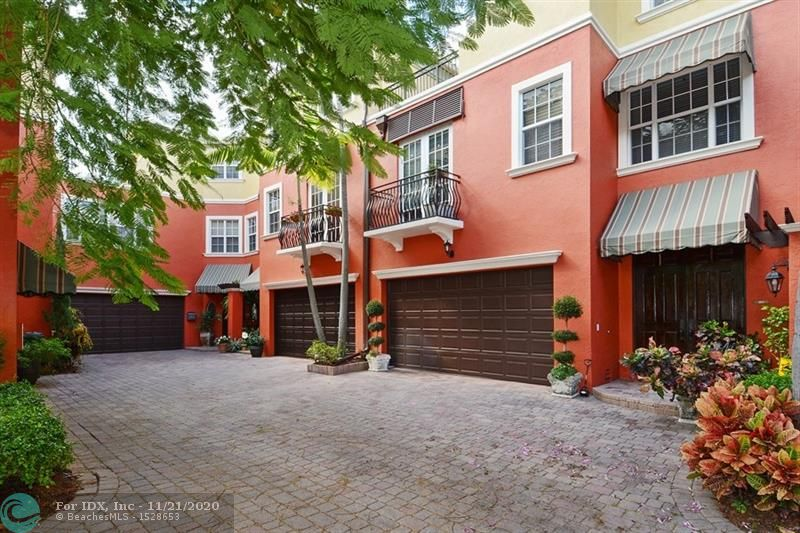 BEAUTIFULLY APPOINTED 3-STORY TOWNHOME IN THE HEART OF CORAL RIDGE. TUCKED AWAY IN VENETIAN VILLAS YOU ENTER A SPACIOUS LIVING ROOM OVERLOOKING THE POOL & PATIO AREA. LARGE KITCHEN FEATURES GRANITE, DUAL WALL OVENS & A BUILT-OUT PANTRY. SOLID WOOD STAIRCASE LEADS YOU TO THE 2ND FLOOR FEATURING 2 BEDROOMS, FAMILY ROOM & SEPARATE LAUNDRY ROOM W/STORAGE. THE MASTER BEDROOM & BATH, WALK-IN CLOSETS, AND ROOFTOP TERRACE LOCATED ON THE 3RD FLOOR.