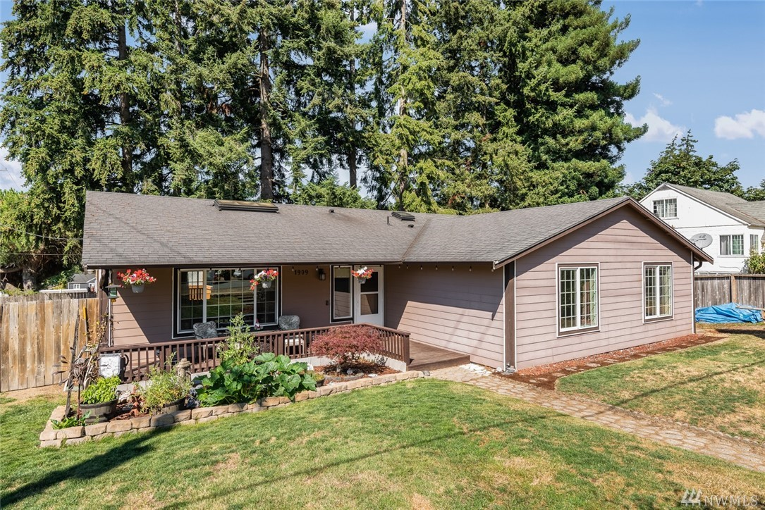 Gorgeous updated rambler with vaulted ceilings in the heart of Milton! Check out this spectacular renovated kitchen w/ new appliances, new tile flooring, & an open concept design! Offering a spacious master suite w/5 piece attached bath & huge walk in closet +3 more large bedrooms, another roomy bath, a great floor-plan and more! You'll love the plush new carpet throughout most of the home, fresh paint, & RV parking! Centrally located by trails, parks & a quick jump to freeways! Welcome Home!