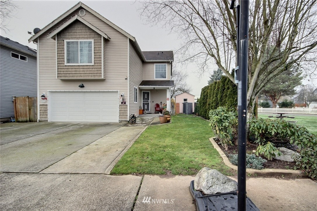 A 4 Bed, 2.5 Bath, 1818 Sq Ft, home in a quiet neighborhood, Nice Open Kitchen Area with slab granite countertops, tile back splashes, Laminated floor, Lots of cabinet space, gas fireplace, family room, dining, Walk-In-Closet, Master bedroom, Skylights, fully fenced backyard, 2 car garage.