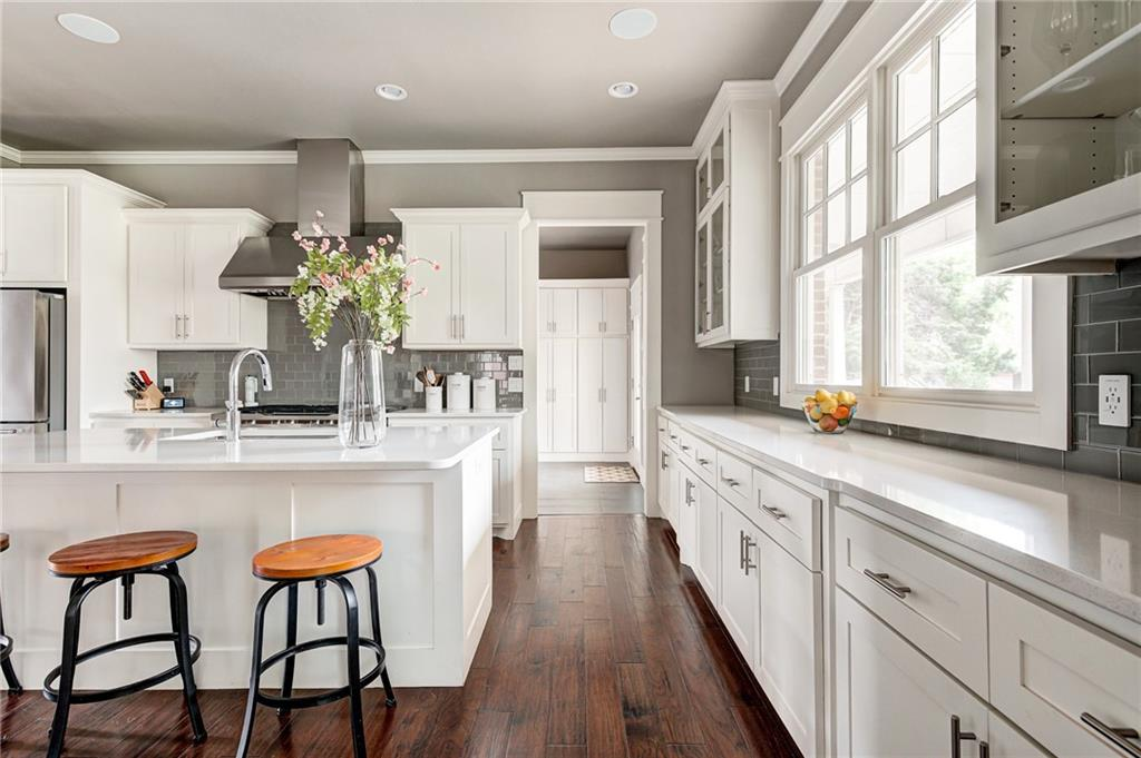 Constructed in 2015, Collin Fleck seamlessly designed the architecture of the home to fit the historic neighborhood of Putnam Heights. Celebrated on the 2015 Parade of Homes as a home that integrates historic qualities while featuring today's modern amenitiesof energy efficiency, storage space and a chef's kitchen that opens to the living room. This home is for the homeownerwho wants the charm of a historic neighborhood but do not want to sacrifice the efficiencyand amenities that are built into today's luxury home.