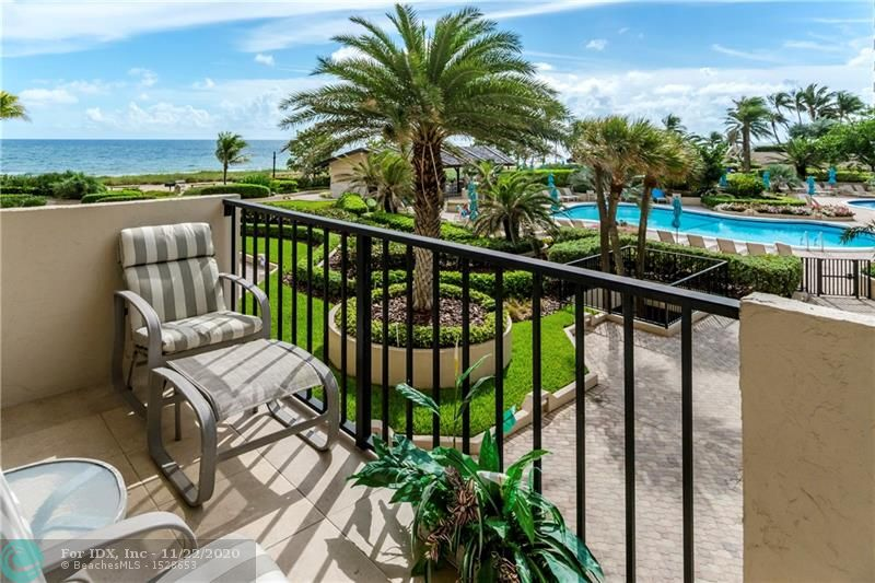 South East VIEWS 2 split bed/2ba (approx. 1500 sq ft) UNOBSTRUCTED OCEAN SEAFOREVER VIEWS from your front door and all rooms. Magical sunrise mornings and moonlit evenings overlooking beach, lush tropical gardens, pools, cabanas, and the Pier. This true beach home is one from the end with BEST VIEWS a SUNLOVERS DREAM!! Open kitchen; upgraded appliances, newer cabinets, lighting, knock down walls & ceilings, W/D, neutral colors. Garage pk,& guest. Bring your flip flops ready to enjoy now go to the beach today. Shows Great! This a MUST SEE! Entertain on 14 acres of beachfront property,3 pools ,8 tennis cts., 30+BBQ's under the palms, 3 open air kitchens. Publix & shops across the street. Pet friendly with   dog park..2 dogs -20lbs Coral reef for snorkeling & diving out your back door.