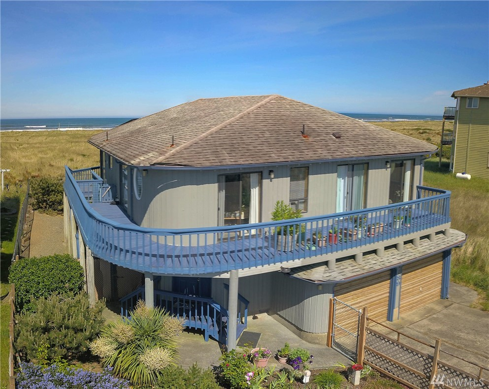 Absolutely beautifully designed beachfront house located on the best and most desired location in Ocean Shores . This home has been well maintained and is in great condition. Enjoy spectacular ocean views, fully fenced yard, and your own private trail to the beach. Tons of windows and skylights make this house bright, welcoming, and cheerful.