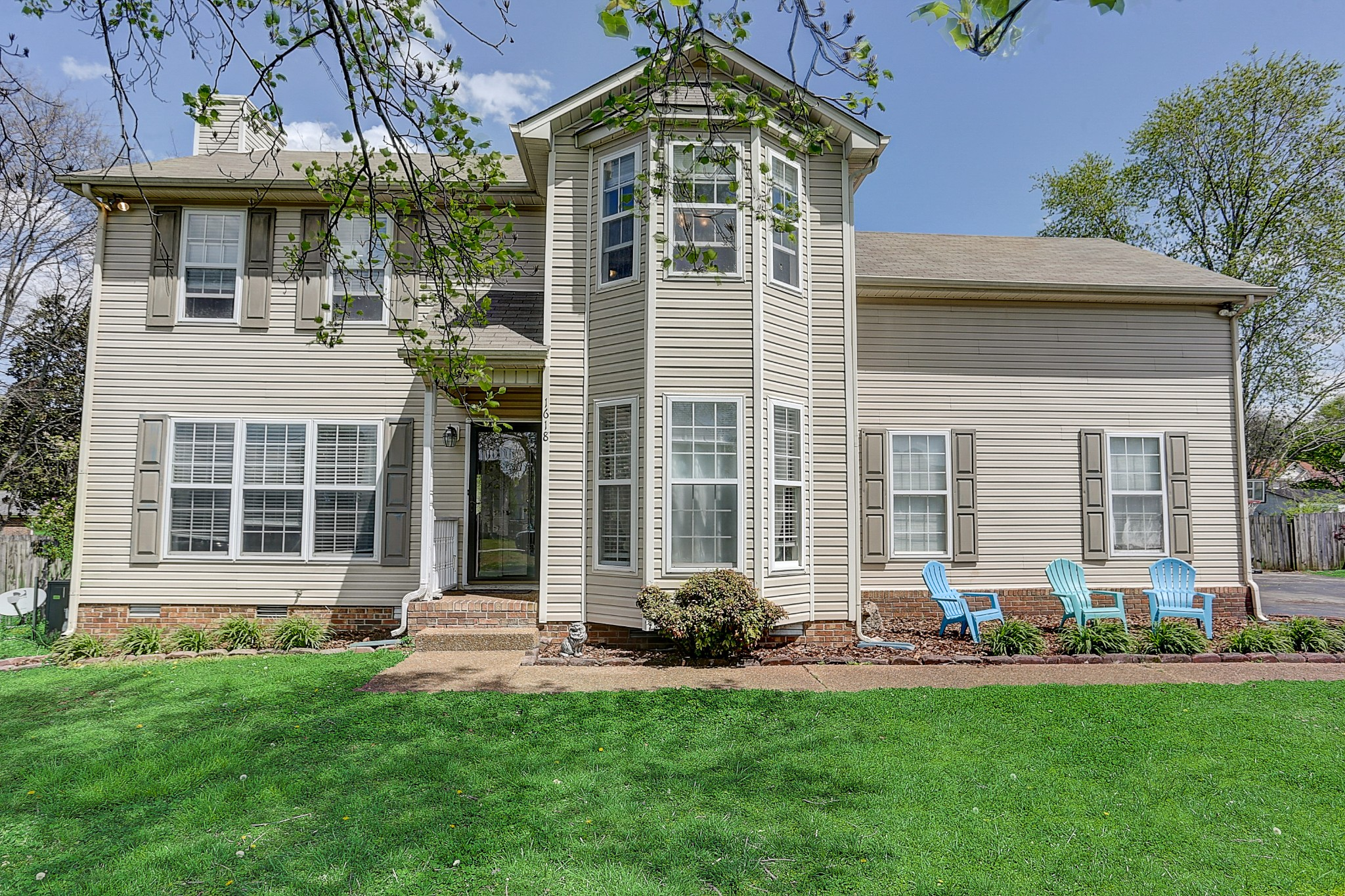 Beautiful home in a peaceful neighborhood that is ready and waiting for you!  Family room features a gas fireplace with brick hearth.  Spacious kitchen has stainless steel appliances.  All bedrooms are upstairs.  The Largest bedroom could also be used as a bonus/flex room.  Mature landscaping, large deck with a fenced in backyard.  Conveniently located just minutes from Columbia State Community College, parks, shopping and restaurants.  No HOA!  Hurry, this one won't last.