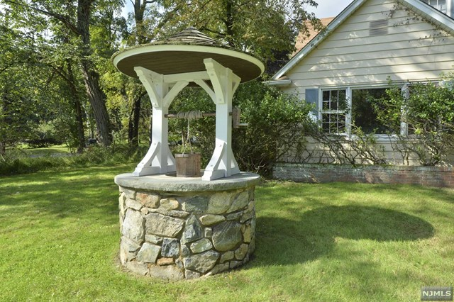 Charming Country Colonial, Saddle River, NJ 07458
