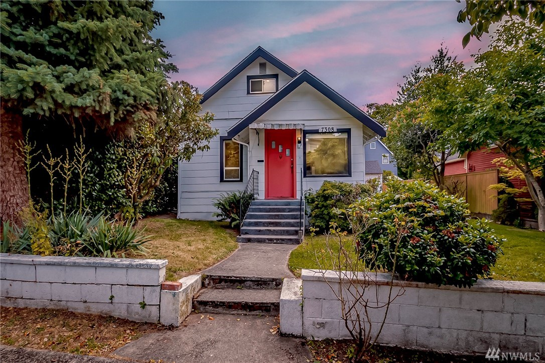 This 1909 Craftsman is on a quiet street just minutes to Market St shops & restaurants! A covered front porch welcomes you as you enter this 5+ bdrm home w/loads of original charm. Huge backyard for the summer. One-car detached garage with alley access! Full partially finished 1100sf basement w/tons of potential! Downstairs can be converted to separate living quarters with its own entry in back.