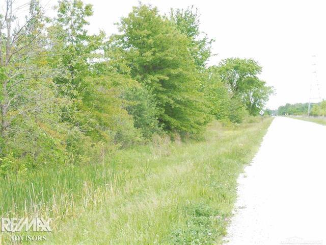 Great building opportunity! 5.67 acre parcel on the border of northern Shelby Twp. Utica Schools. Build your dream home or create your own development!