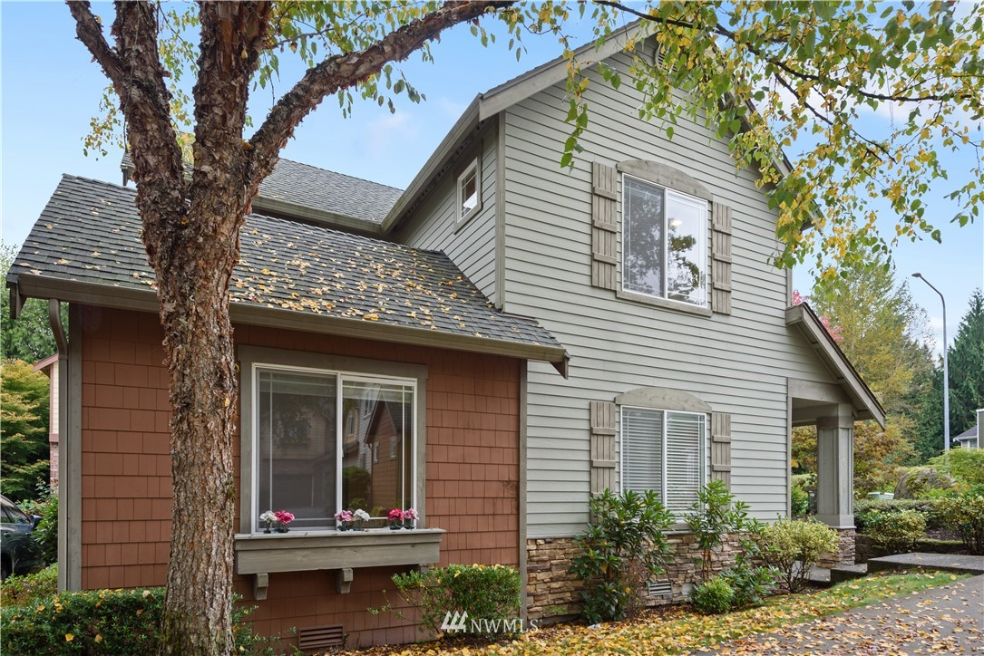 Fabulous end unit townhouse in Tamarack Village.  Beautifully maintained open concept.  Kitchen with quartz counters and island with eating bar.  Main floor master suite with private bath and walk in closet.  Upstairs boasts a huge loft bonus room - great home office, home gym or play space!  Two additional bedrooms with full bath.  Private back yard with patio, fully fenced.  Just blocks to community parks, boutique shops and restaurants.  Coveted Rosa Parks Elementary & Timberline MS!
