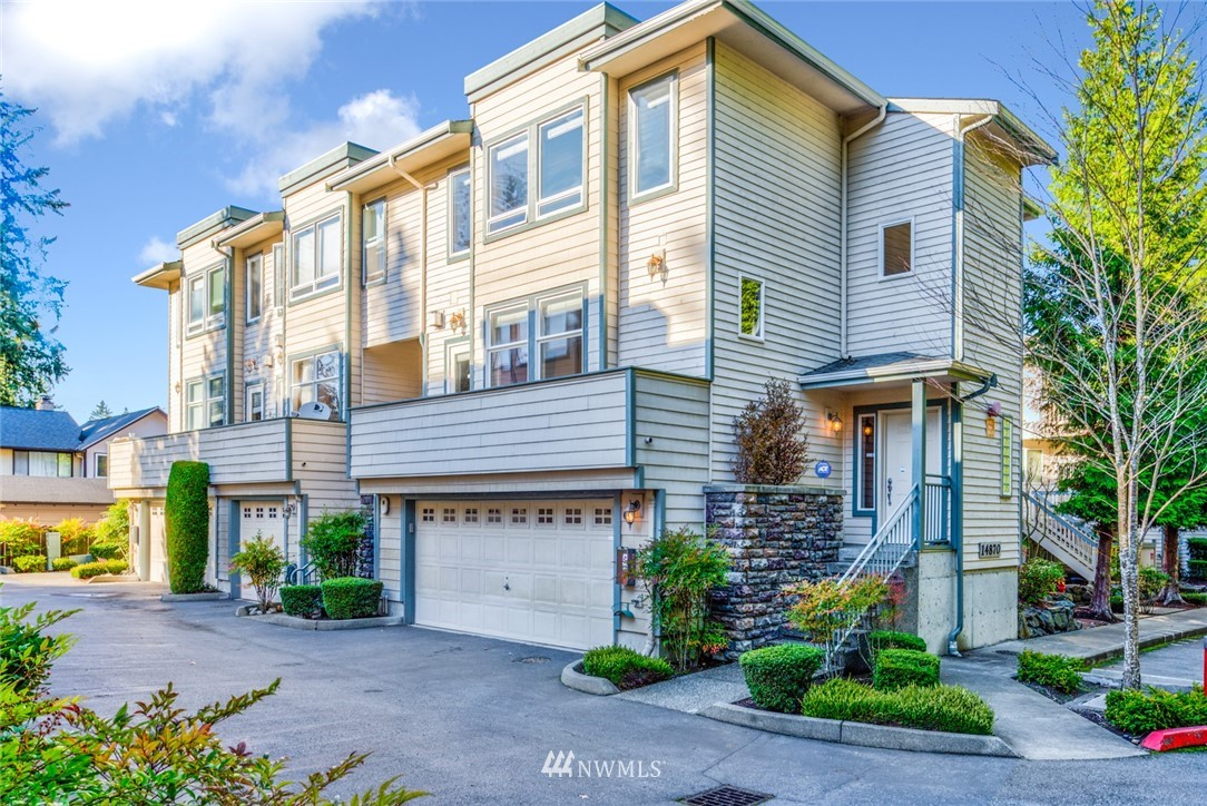 Rarely found Beautiful Sun-Drenched End Unit Townhouse in Bellevue. Excellent Location! Minutes to Shopping, Schools and Highways. 3 BR, a Flex Room(or the 4th BR), 2 Full bath, 2 Half bath, 2-Car Garage and 3 Decks! Large Living room w/Tasteful Wainscoting and Crown Molding, Gas Fireplace and Deck; Kitchen w/Granite Countertop, SS Appliances, Breakfast Bar & Nook, Dining and Deck; Spacious Master Suite w/Elegant 5-pc, Walk-in Closet and Deck! Great Bellevue School District. Air Conditioning!