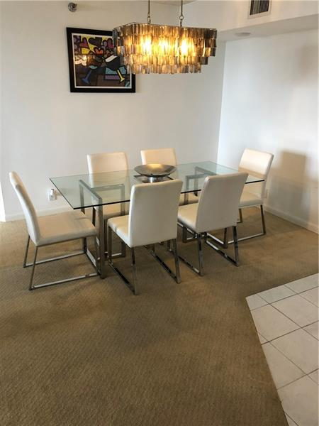 GORGEOUS INTRACOASTAL VIEWS IN THIS 2/2 SPLIT PLAN, INMACULATE APARTMENT AT THE HEART OF AVENTURA, ALL AMMENITIES BUILDING, GREAT LOCATION, MINUTES WALK TO THE MALL, TURNBERRY GOLF COURSE, RESTAURANTS, HOUSES OF WORSHIP.