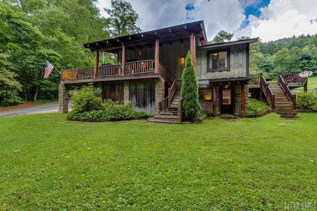25  Country Squire Lane