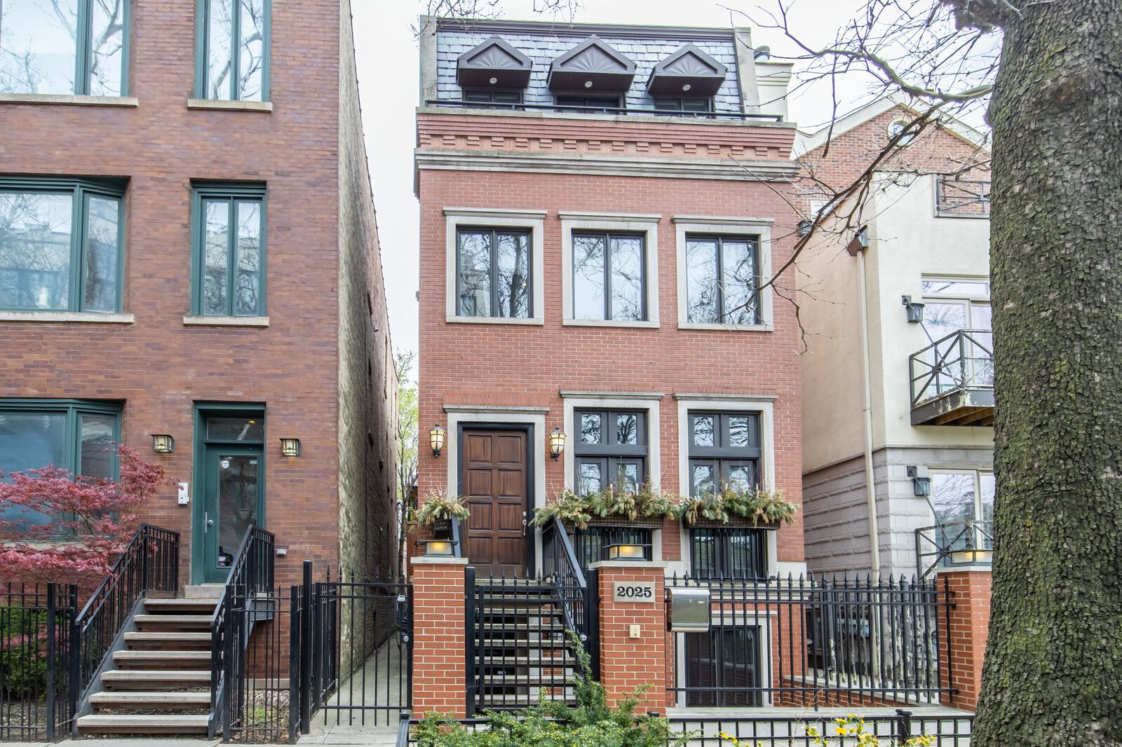 2025 W Saint Paul Avenue, Chicago, IL 60647