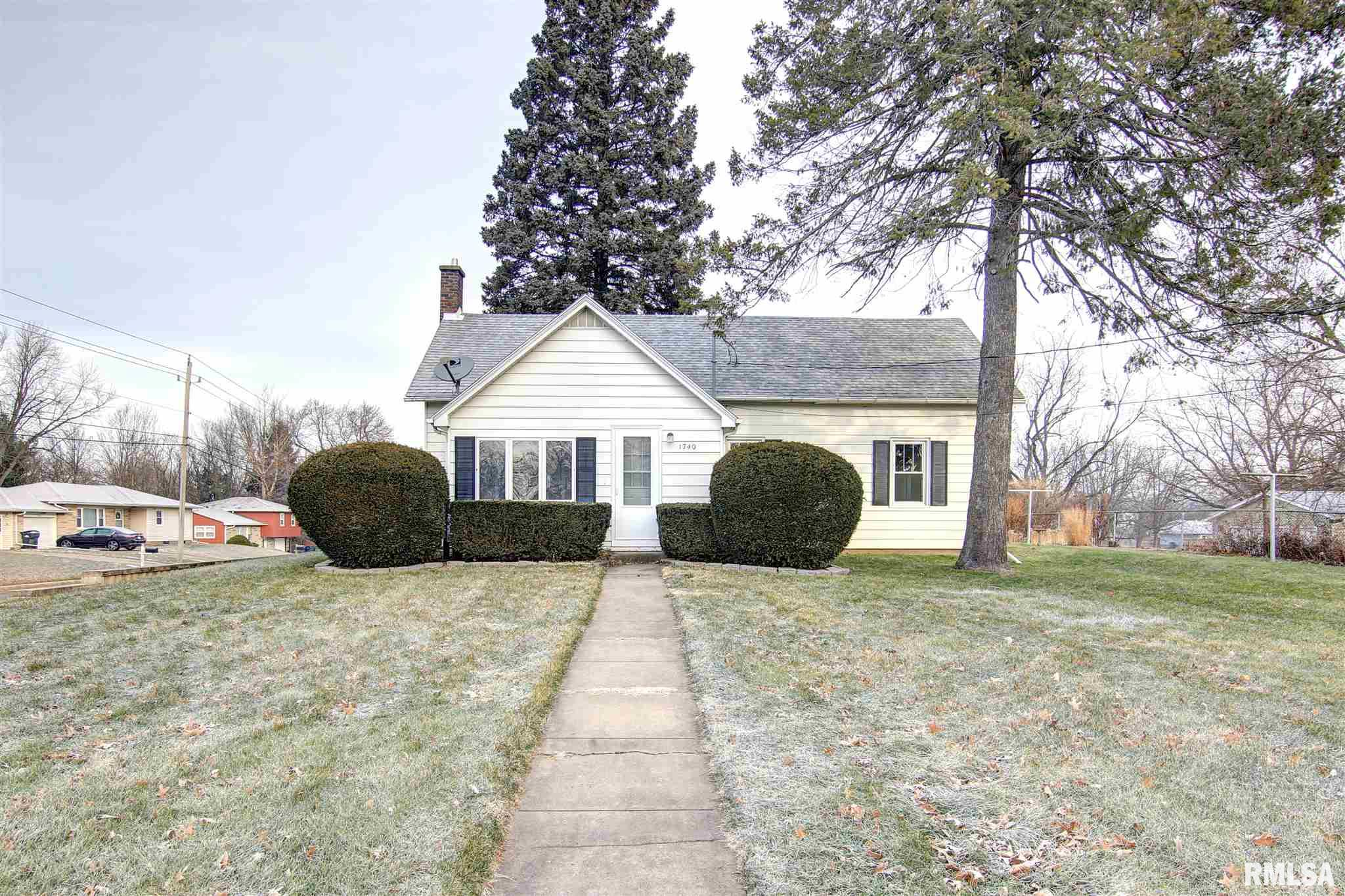 1740 8TH Avenue South, Clinton, IA 52732