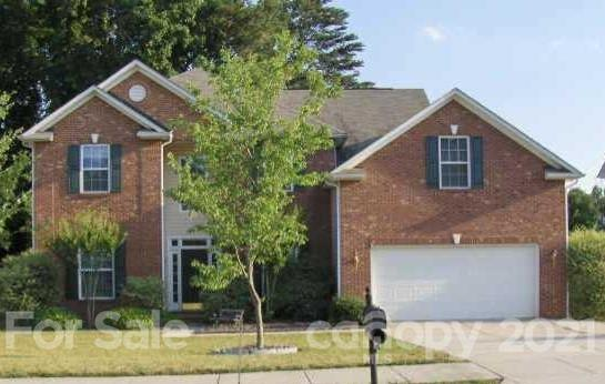 MATTHEWS!SPACIOUS  Partial Brick  5 Bedroom home w/ large bonus or bed 6 !3  full Baths Well established Jessica Park ! Close to all the best shopping , major roadways makes for an easy commute! Granite in spacious kitchen, breakfast bar . Living room, formal dining room ,crown mouldings ,marble fireplace surround. Bedroom  and full bath on lower lever is great for guests  ! Large bonus  up , could be bedroom 6! Fenced yard, oversized 2 car garage!