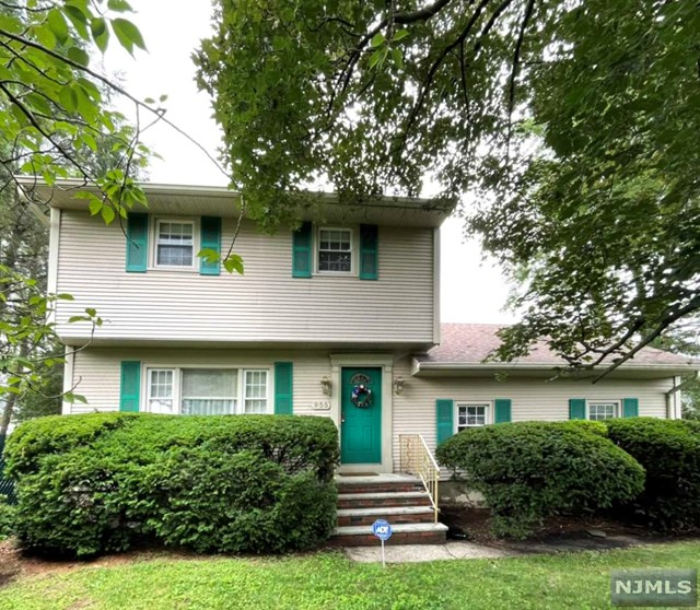 WELCOME TO THIS CHARMING  3 BEDROOM, 2.5 BATH COLONIAL. PRIME LOCATION FOR TRAVEL TO NY, ALL MAJOR HIGHWAYS, TRAIN STATION, SHOPPING MALLS, SCHOOLS, SWIM CLUB, AND BALL FIELD ACROSS THE STREET. THE FIRST FALL FEATURES LR, DR, EIK, DEN AND 1/2 BATH. 2ND FLOOR OFFERS 3 BEDROOMS AND FULL BATH. BASEMENT INCLUDES A FULL KITCHEN, LAUNDRY ROOM AND  PLENTY OF STORAGE. OTHER FEATURES INCLUDE  A SPRINKLER SYSTEM, SECURITY SYSTEM, CENTRAL AIR, ONE CAR ATTACHED GARAGE AND DOUBLE DRIVEWAY FOR ADDED PARKING. HOME IS BEING SOLD AS IS. A LOT OF HOME FOR THE MONEY