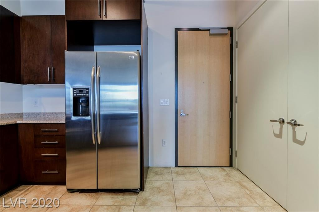 Beautiful unit in downtown Las Vegas located in the JUHL tower. Unit has balcony with a wonderful view of the city. Appliances included! Stainless steel kitchen appliances. Granite counter tops. Large living room that leads to a spacious bedroom. Walk in closet. Bathroom features double sinks and shower/tub combo. View this unit today!