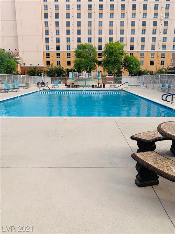 9 TH FLOOR. Beautiful City and Strip views. Fitness Center, Tennis Courts, Clubhouse W/Kitchen facilities, pool, BBQ area.24 hr security with cameras