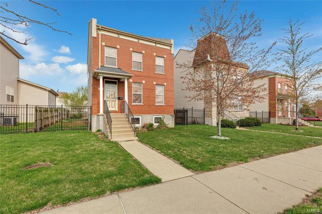 1215 S Tucker, St Louis, MO 63104