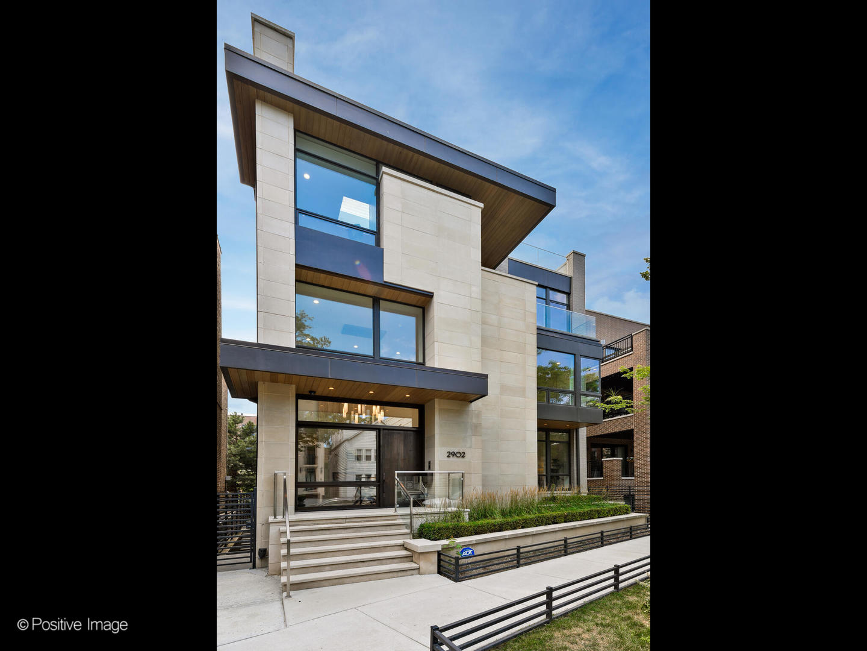 2902 N Burling Street, Chicago, IL 60657