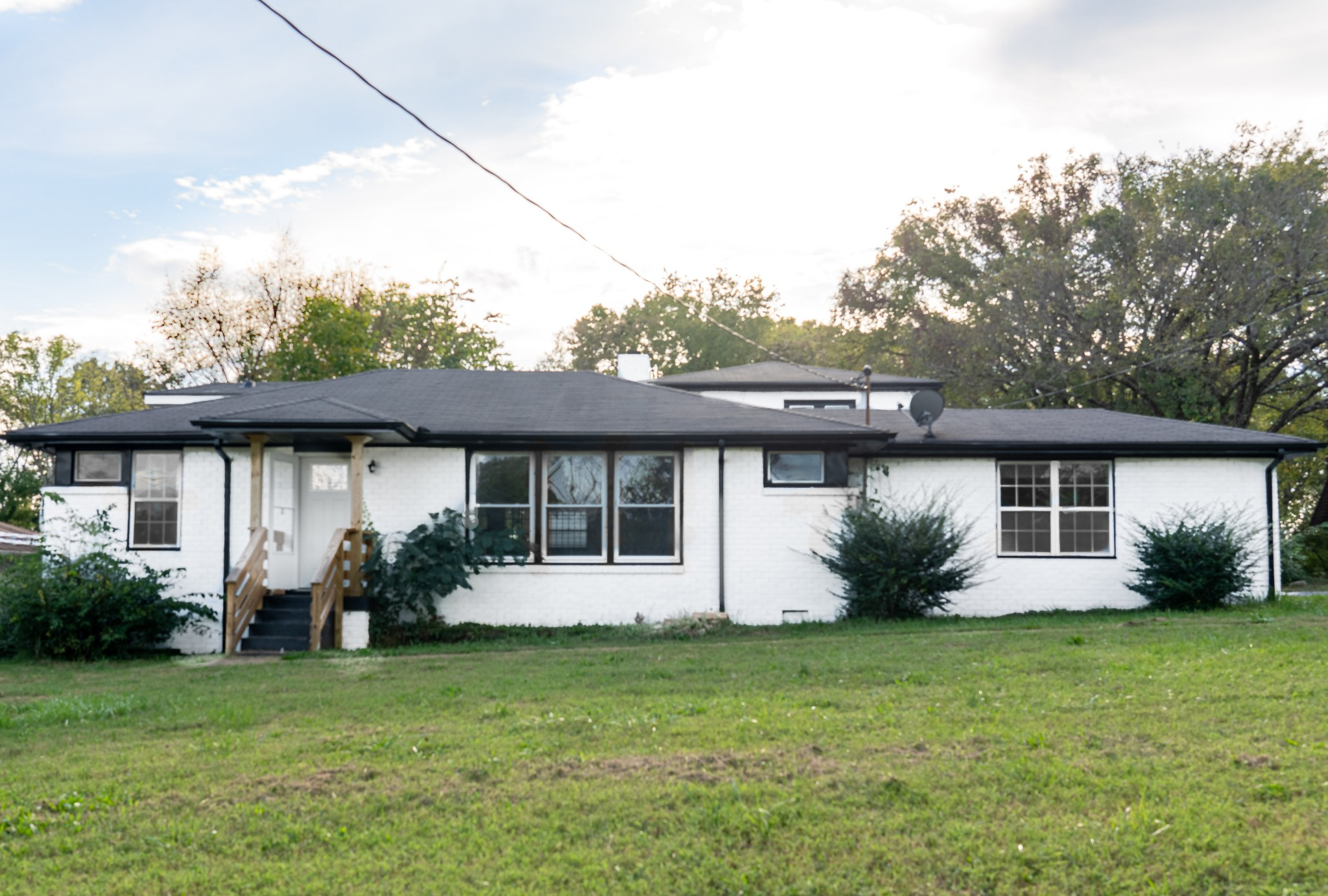 Conveniently located 10 minutes from Downtown. One level, all brick with open layout. An additional 1900 sqft, two story detached back house with 3 bedrooms, 2 full baths, kitchen, and living room. Perfect for airbnb.
