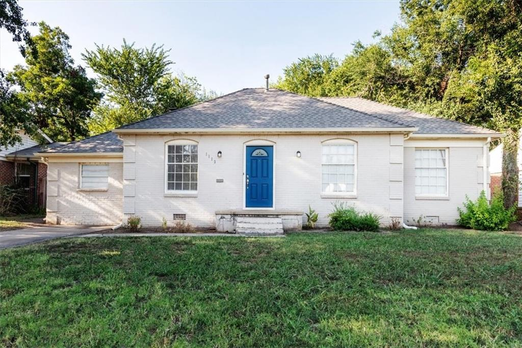 Beautiful three bedroom, one bathroom home with an extra cozy living space. Gorgeous inside with granite countertops, wood floors, dining along with an extremely spacious lot!! This home is one you do not want to let go! Let's not forget this home is within walking distance to OU campus along with restaurants and shops.