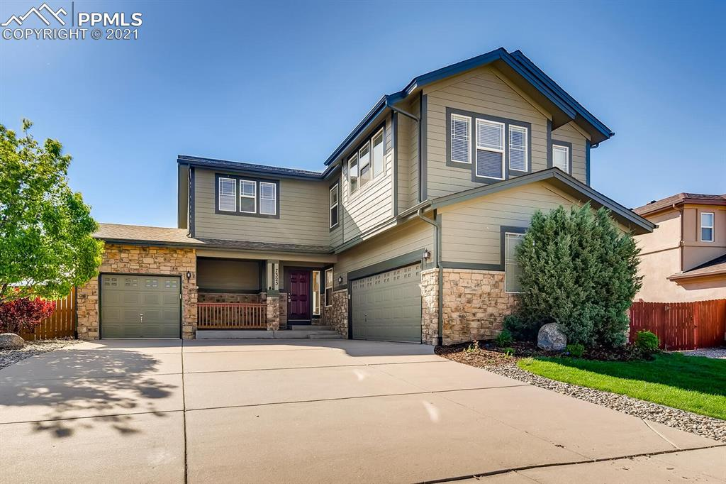 Excellent home located in a great neighborhood. Easy access to Powers and a quick drive to the I-25 makes getting to work or traveling around town nice and easy. Conveniently located next to Cottonwood Creek gives this nice views from the kitchen and family room. Not to mention that it is located in the award winning D-20 school district. A definite must see.