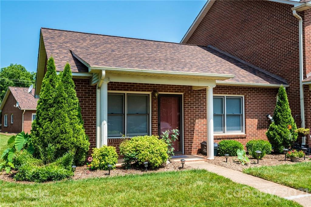One level, 2 BR / 1 Bath end unit in desirable Brandywine Condos. Refrigerator, washer and dryer remain. Some fresh paint. New blinds and ceiling fans. Community pool, tennis courts and playground. Convenient to I-40 and Hwy 16 for easy commuting. Move-in ready!