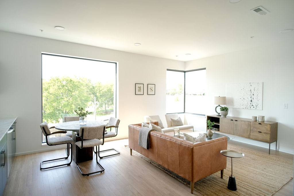 Alina is a collection of 50 contemporary 1 & 1 bedroom + office residences ready for immediate occupancy. 50% sold w conventional financing options available. Plans offer abundant outdoor space, natural light, and sleek finishes. Residents enjoy a fantastic Peloton Studio, Lounge & Rooftop Terrace.