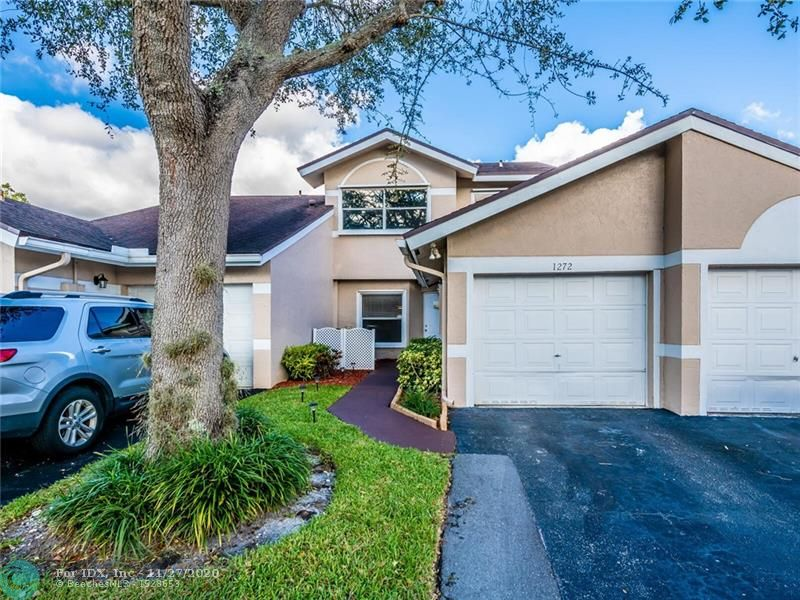 You're going to go absolutely crazy when you see the stunning lake views from this extremely well maintained Townhouse in the highly desirable community of Crystal Key Pointe.  This particular lot is more desirable than most because of where it is positioned on the lake.  It has a longer & wider lake view than most.  Don't miss the opportunity to purchase this beauty or you'll be kicking yourself for a long time to come.  This incredible townhouse has a very open and functional kitchen & living area that gives it the feeling of being much larger than it is.  Sit out on the screened patio & stare out at the beautiful lake while drinking your morning cup of coffee.  Spacious master bedroom w/ HUGE walk-in closet.  Located across the street from the clubhouse & pool area.  3 pets allowed
