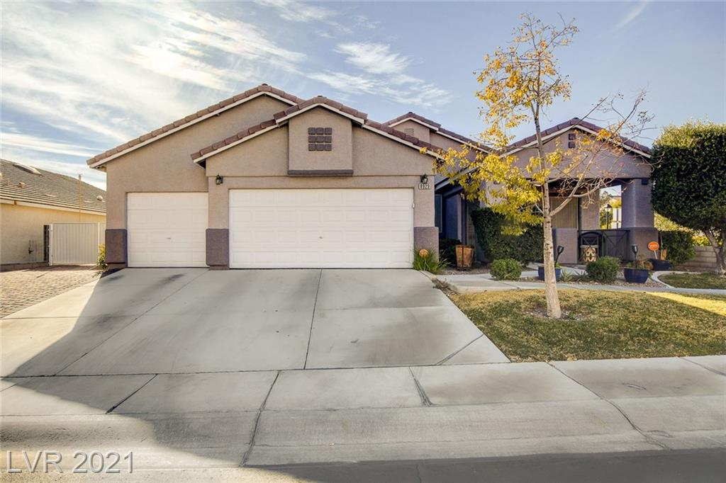 BEAUTIFUL THREE BEDROOM IN THE NORTHWEST. MODERN KITCHEN WITH WHITE CABINETS, QUARTZ, PULL-DOWN SPRAYER AND OVERSIZED SINK. STAINLESS STEEL APPLIANCES. CERAMIC TILE AND WOOD LAMINATE THROUGHOUT. REFRIGERATOR, WASHER, DRYER INCLUDED.