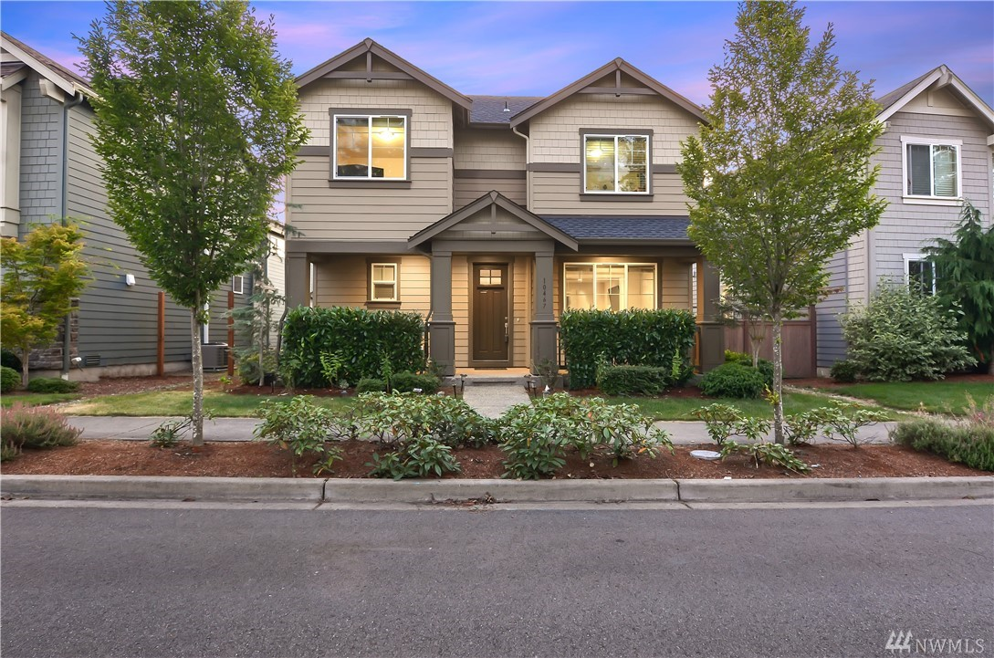 Perfect East! This light and bright home feature main floor den, spacious family room & Chef's kitchen w/center island and a large nook. Granite slab countertops in Kitchen, SS gas appliances, and generous use of hardwood flooring. Oversized master suite offers vaulted ceilings, 2 walk-in closets, 2 vanities & a soaking tub. Fully fenced & manicured backyard. Walk to Ella Baker Elementary &the new Timberline Middle schools, Microsoft connector, Bristol park, QFC & trails. Incredible Value!