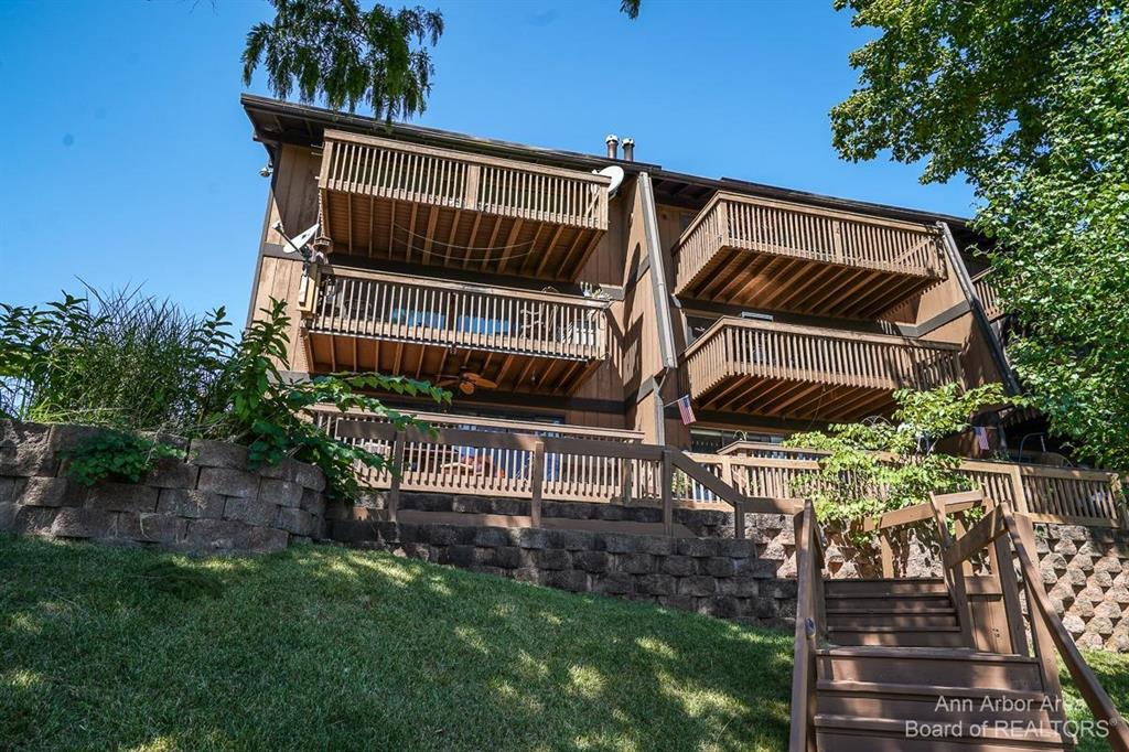 Opportunity knocks! 3rd floor condo in Cliffs on the Bay overlooking breathtaking Ford Lake. Take the steps down to the lake to your boat slip and get on the water in minutes. This one needs a redo!  Make it perfect for you! Sold as is. Boat slip rental available for $300/year.