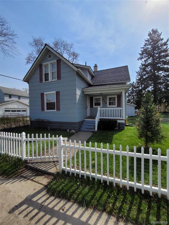 Great house with walking distance to downtown Monroe. Beautiful family friendly neighborhood. House is quaint. Could use minor updating. Don't miss out this deal won't last long
