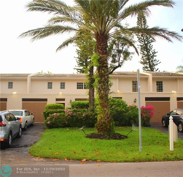 *** ESTATE SALE***        Must be sold,priced to sell immediately.Super clean  & spacious  3 bedroom & 2.5 bath townhouse.New designer kitchen w/ granite & stainless steel appliances.custom built stone fireplace in living room.2 balconies overlooking lake & walking trails Private closed in brick paved carport area.short walk to pool .3 golf courses on premises.Short walk to world renown isles casino.